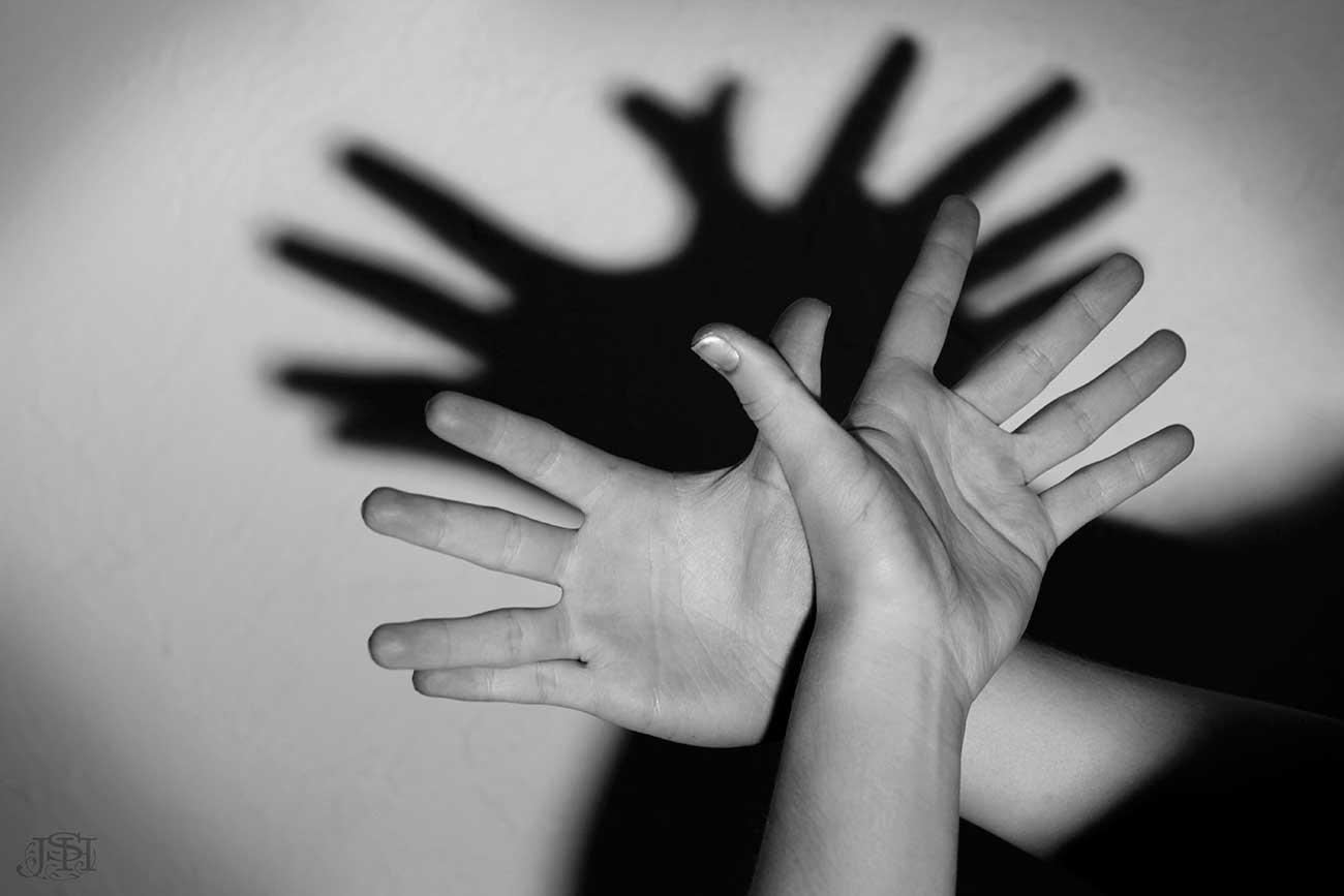Shadow Finger Cunnilingus Technique
